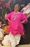 Tuniek/ jurk, la Bass roze , steekzakken in zijnaad, aanrijgkoordjes op voor- en achterpand, ronde hals_