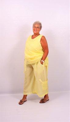 Broek, wijde capri Kekoo, geel,  zakje met knoop op onderbeen