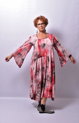 Jurk Myrjo lange ruime jurk rood/ grijs tie&dye, lange vlindermouw