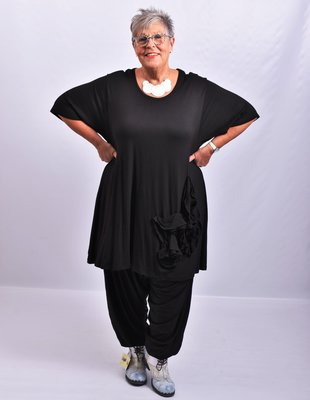 Shirt/tuniek, zwart, met zwarte bloemen op voorpand, A-lijn, ronde hals, 7/8 mouw