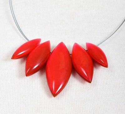 Ketting in hars, asymmetrisch, rood