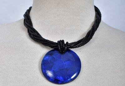 Ketting, hanger blauw/zwart, van schelp