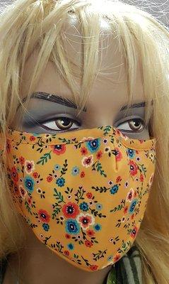 Mondkapje, geel met print, wasbaar, verstelbare oorlus, katoenen mondmasker.