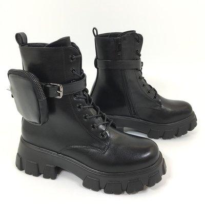 Boots, zwart, met hoge zool, rits aan zijkant en vetersluiting