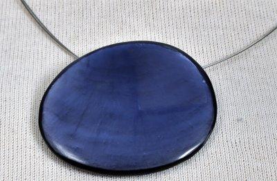Ketting, blauw/paars, met ronde beschilderde schelp