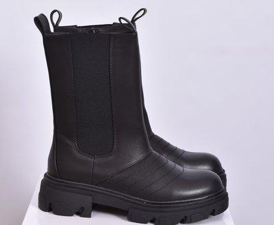 Boots, halfhoog, zwart, met hoge rubberen zool, ritssluiting aan elastieke band aan buitenzijde