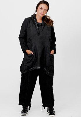 Jeansjurk/ tuniek, zwart, stone washed,  rond toelopend, mooie opstaande kraag met  knoopsluiting,Kekoo