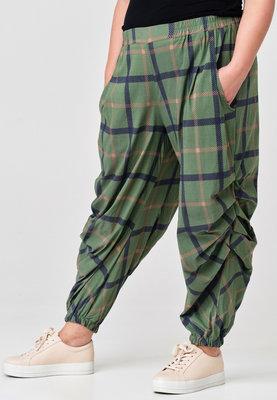 Ballonbroek, Kekoo, groen geruit, elastische taille met ingestikte plooitjes op kniehoogte