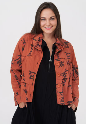 Jasje/ blouse, brique met print Kekoo, knoopsluiting, rolkraag en ingestikte plooitjes voor en achter