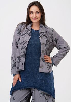 Jasje/ blouse, licht grijs met print Kekoo, knoopsluiting, rolkraag en ingestikte plooitjes voor en achter