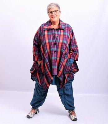 Vest/blouse/jasje  blauw/ rood geruit met, knoopsluiting, mooie zakken, lange mouw
