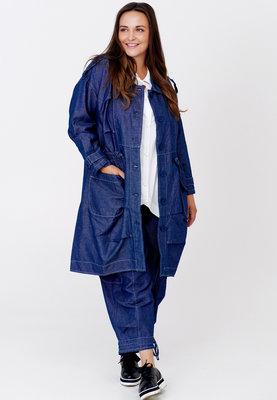 Langere jas Kekoo jeansstof, jeansblauw  met knoopsluiting en koord op taillehoogte