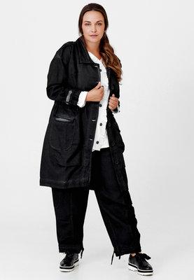 Langere jas Kekoo jeansstof, stone washed, zwart met knoopsluiting en koord op taillehoogte