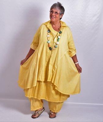 Moonshine blouse, geel, stonewashed, knoopsluiting, kraag en oprolbare  mouw, a-lijn