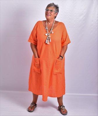 Jurk, oranje, 100% linnen, korte mouw, mooie A-lijn, zakken op voorpand, V-hals voor en achter