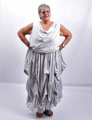 Rok, lichtgrijs, met ophaaltjes ,rekbare taille, in lengte verstelbare rok, kantzoom