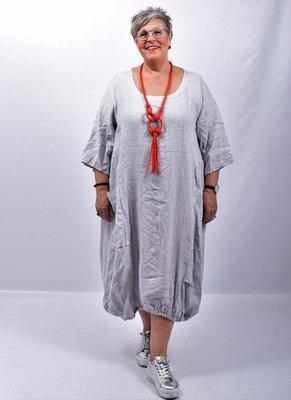 Jurk, linnen, licht grijs, ronde hals, 7/8 mouwen, 2 zakken op voorpand, rekbare zoom