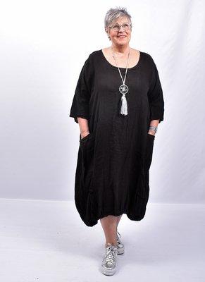 Jurk, linnen, zwart, ronde hals, 7/8 mouwen, 2 zakken op voorpand, rekbare zoom