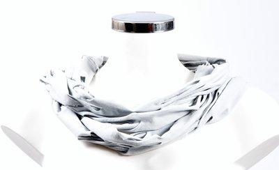 Sjaal, grijs met openingen