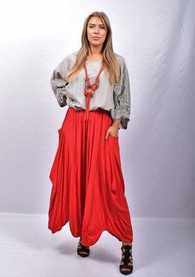 Broek/rok, rood, zeer wijd, rekbare taille, apart, asymmetrisch zak op zijhoogte