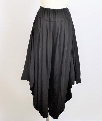 Broek, wijdvallend, zwart, rekbare taille, brede band  met ingestikte plooien, steekzakken