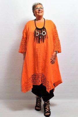 Lange tuniek/jurk, linnen, oranje, linnen, ronde hals, kanten mouw en zoom, La-Bass