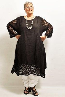 Lange tuniek/jurk, linnen, zwart, linnen, ronde hals, kanten mouw en zoom, La-Bass