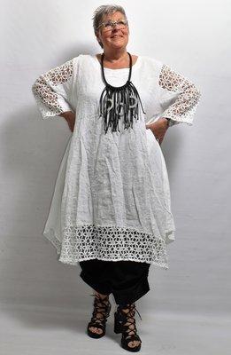 Lange tuniek/jurk, linnen, wit, linnen, ronde hals, kanten mouw en zoom, La-Bass