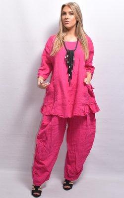 Tuniek, roze, wijd vallend, la Bass, korte mouwen, ronde hals, zakken met aanrijgkoordjes, gedeelte volant