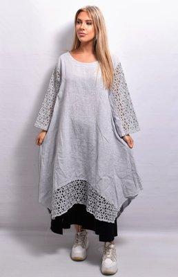 Lange tuniek/jurk, linnen licht grijs, linnen, ronde hals, kanten mouw en zoom, La-Bass