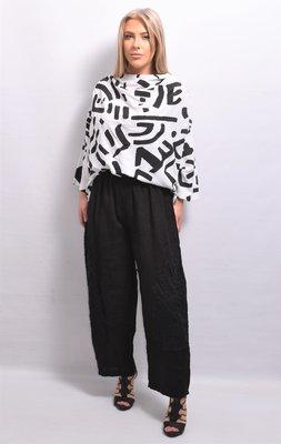 Broek, La Bass, zwart, wijdvallend,  rekbare taille, kant op voorzijde broek