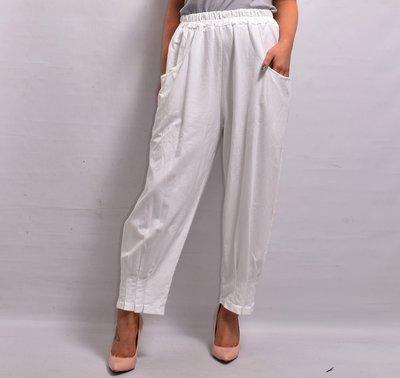 Broek, wit , rekbare taille, twee zakken , ingestikte plooien in zoom