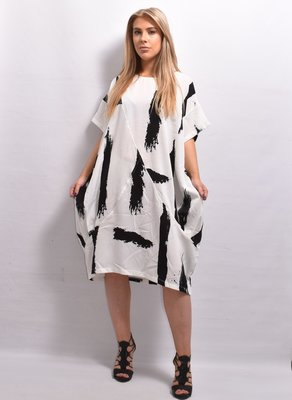Jurk /lange tuniek, wit/zwart print, korte mouwen, ronde hals, ballonmodel