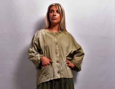 Blouse / jasje / vest, groen, met aangeknipte mouw en knoopsluiting, stone washed
