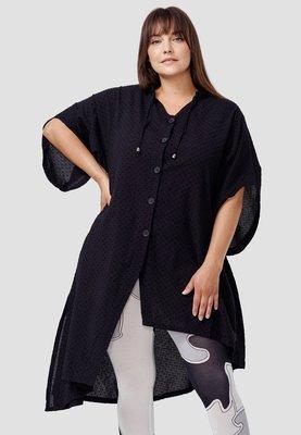 Blouse Kekoo zwart, polka dot, asymmetrische zoom, vlindermouw, knoopsluiting, zakken , grote A-lijn
