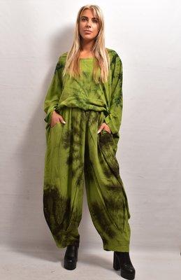 Broek La-Bass, groen tie-dye, bollingen op kniehoogte, rekbare taille, steekzakken