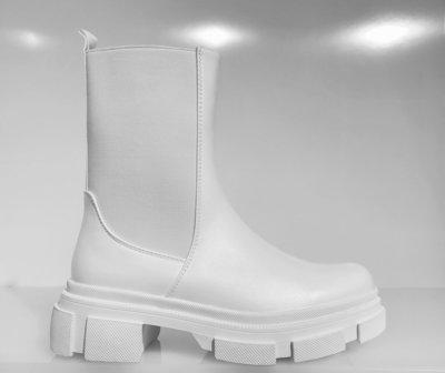 Boots, halfhoog, wit, met hoge zool, elastieke band aan buitenzijde