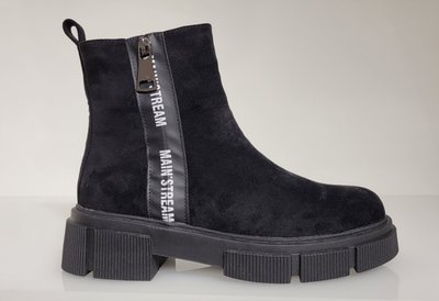 Boots, halfhoog, zwart met  een band met letterprint, soort suède