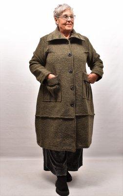 Lange jas/ mantel armygroen, A-lijn, knoopsluiting