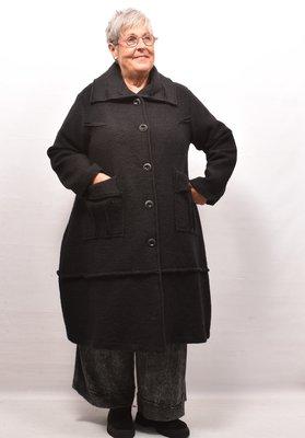 Lange jas/ mantel zwart, A-lijn, knoopsluiting