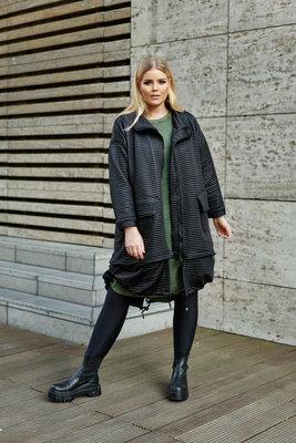 jas/ Kekoo, mantel zwart, opstaande kraag en deelbare rits