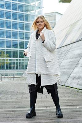 jas/ Kekoo, mantel wit, opstaande kraag en deelbare rits