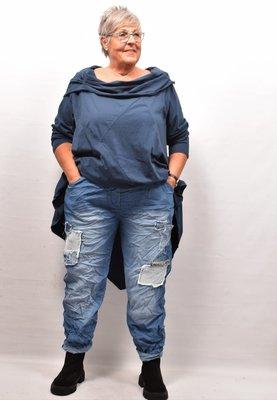 Broek, licht jeansblauw, rekbare taille, steekzakken, leuk patchwork