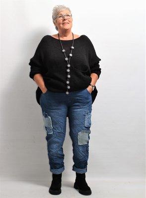 Broek, donkerder jeansblauw, rekbare taille, steekzakken, leuk patchwork