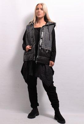 Bodywarmer, gewatteerd, spijkerzwart en zwart gewatteerde gecoate stof, ritssluiting, capuchon