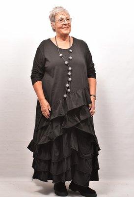 Tuniek/shirt, zwart, wijd model, schuine gerimpelde stroken onderaan