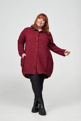 Vest/ blouse, bordeaux, reliëfstof, Kekoo, reverskraag, knoopsluiting