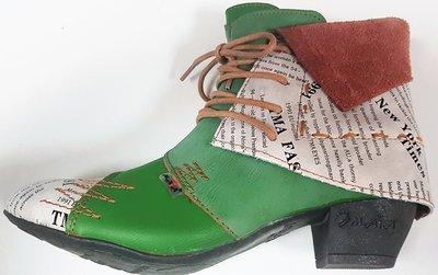 Leuke halfhoge schoen met veter, groen met letter print en leuke details, suedine-achtige flap om enkel