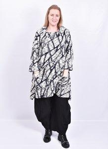 tuniek/jurk Thom B zwart/blauw/wit print,  A-lijn met lange mouw, col en zakken.