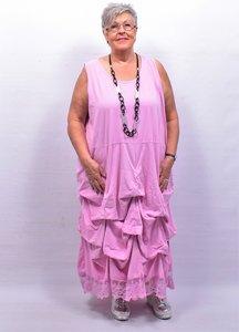 Lange tricot jurk roze met ingestikte ophaaltjes en kantzoom, zonder mouw, in lengte verstelbaar